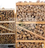 Oak firewood in 2 m3 crate